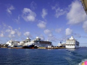 Cruise ships docked in Nassau. (photo: about.com)